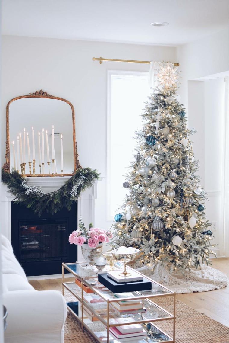 Decorazioni natalizie fai da te, albero di Natale addobbato, soggiorno con tavolino di vetro