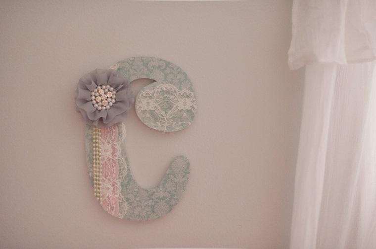 addobbo muro lettera decorata fiocco pizzo
