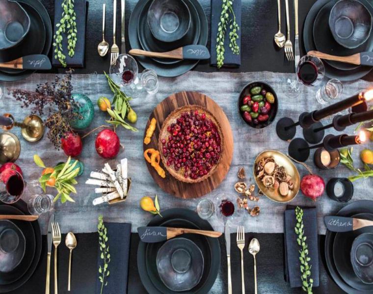 apparrecchiare la tavola mirtilli centrotavola decorazione colorata