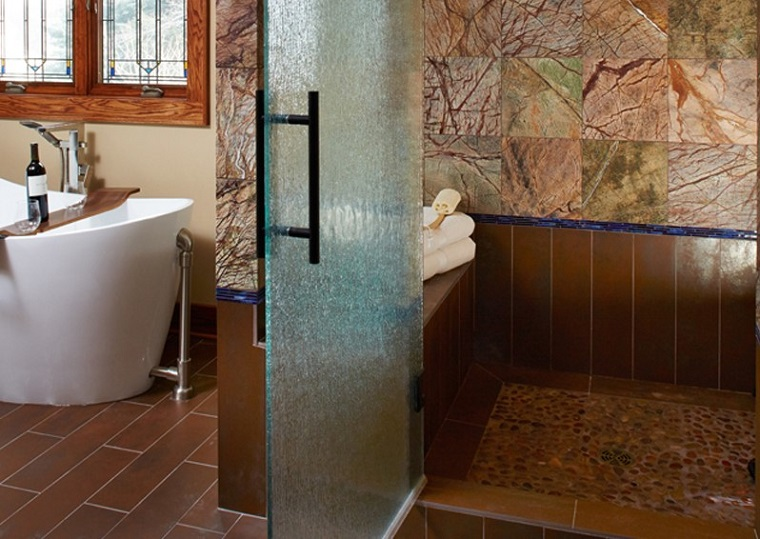 Bagni Moderni Con Doccia : Idee bagno moderno con inserti in legno e pietra archzine