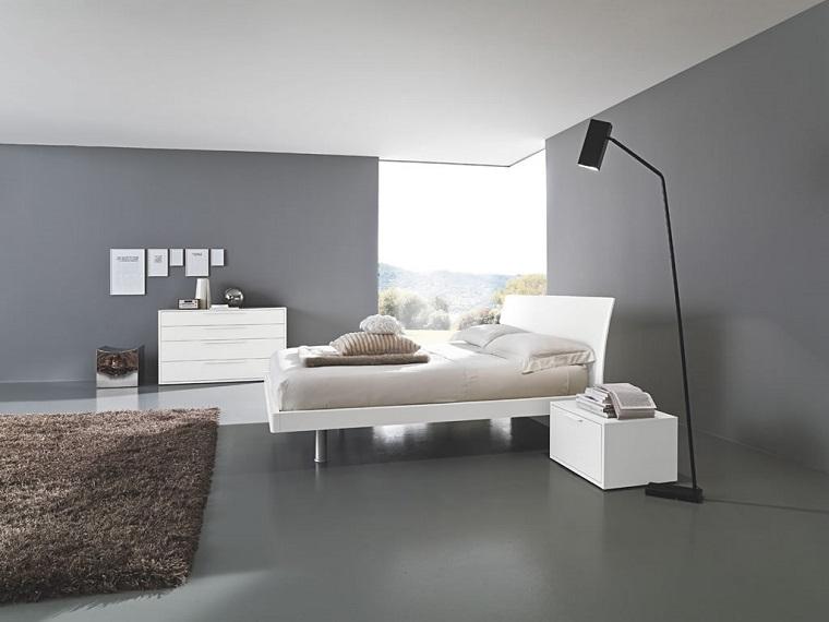arredamento minimal tappeto marrone letto colore chiaro