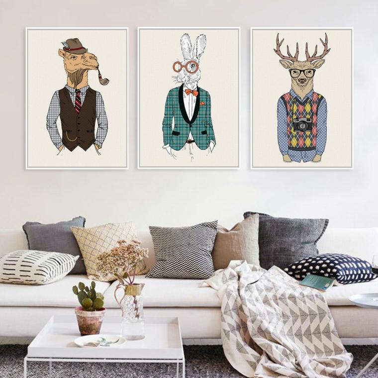 arredamento vintage divano bianco cuscini quadri animali