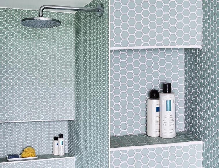 Piastrelle bagni moderni, bagno con piastrelle blu a mosaico, parete con nicchia