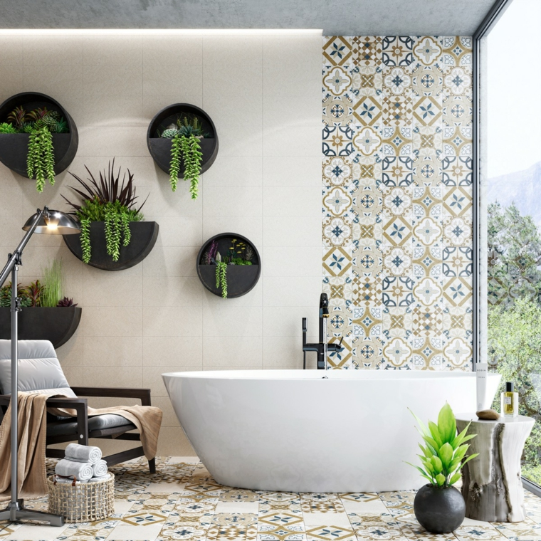 Idee per arredare il bagno, sala da bagno con vasca, parete rivestita con piastrelle