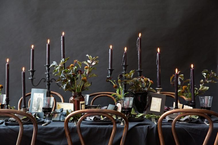 autunno grigio candelabri candele accese