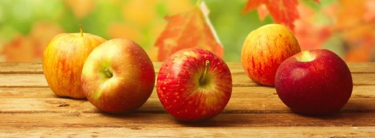 autunno mele tavola legno foglie colorate