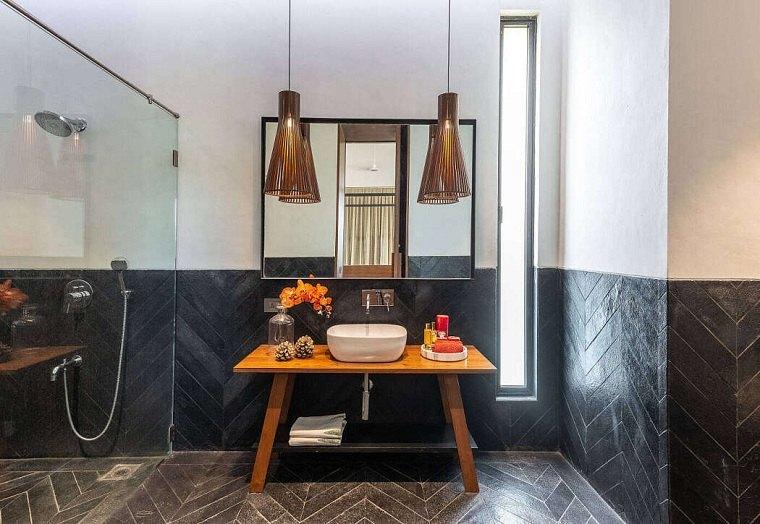 Rivestimento pareti bagno con piastrelle, sala da bagno con box doccia