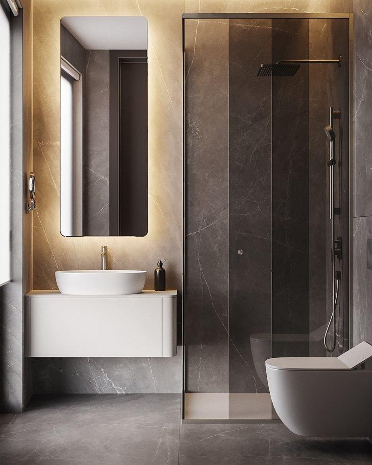 Bagno piccolo con box doccia, rivestimento pareti con piastrelle grandi