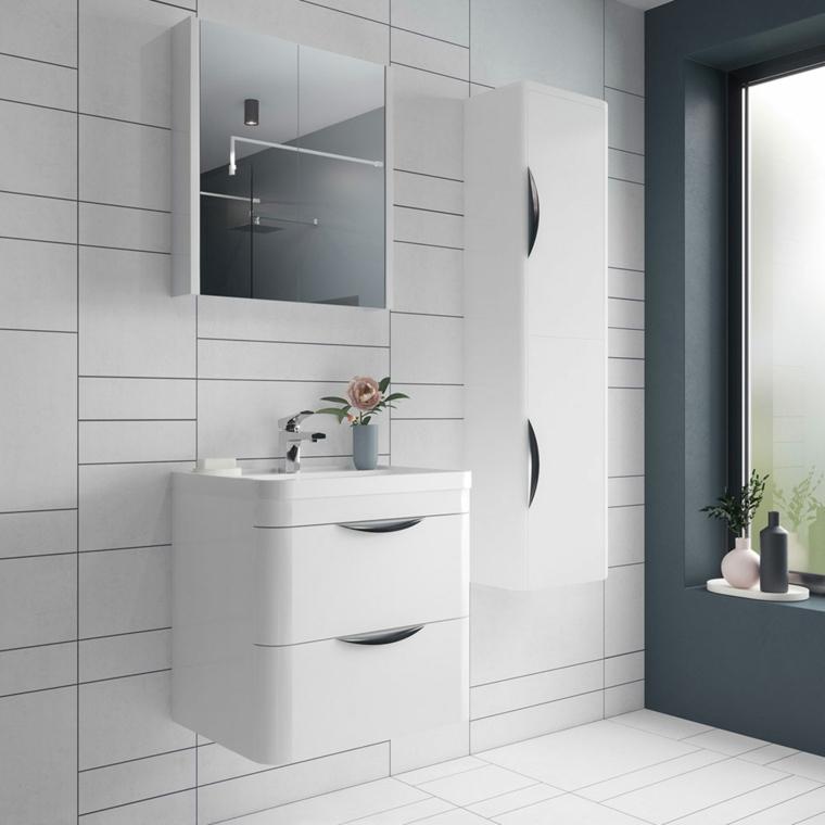 Esempi disposizione piastrelle bagno, mobile lavabo sospeso con armadietto