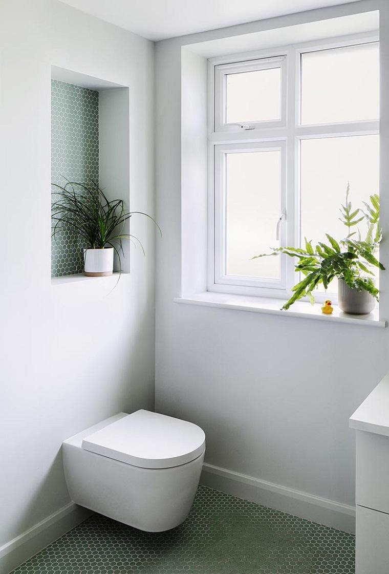 Disposizione sanitari bagno rettangolare, bagno con nicchia e finestra