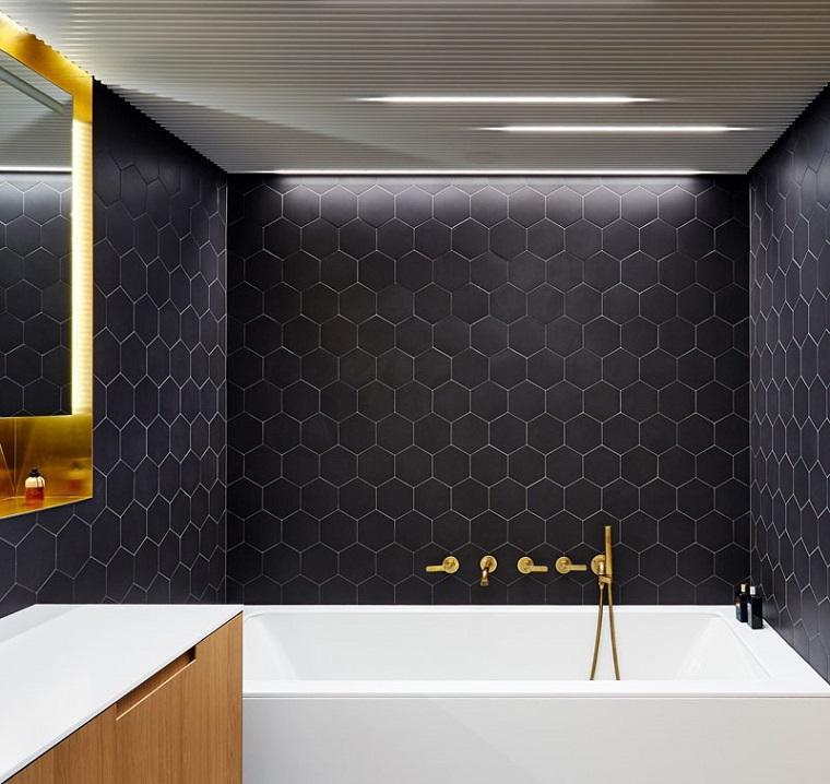 Rivestimenti bagni moderni immagini, bagno con vasca e piastrelle di colore nero