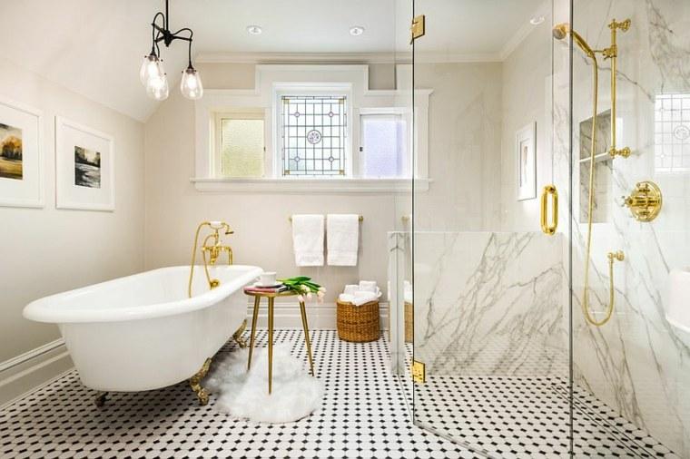 Bagno con box doccia e vasca, rivestimento bagno con piastrelle in marmo