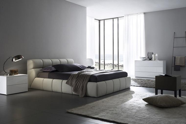 camera da letto grigio tappeto comodini bianchi