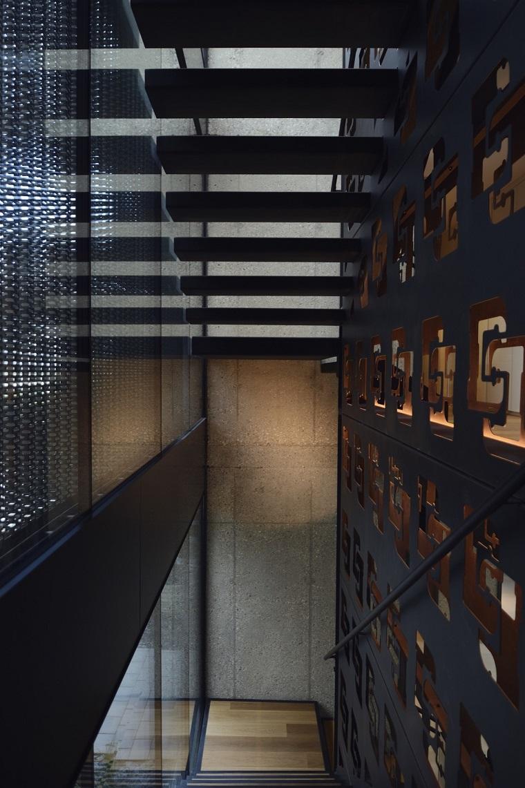 casa moderna interno scale vetrata
