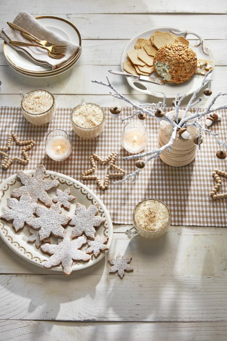 Decorazioni natalizie fai da te, tavola apparecchiata per Natale, centrotavola con rametti