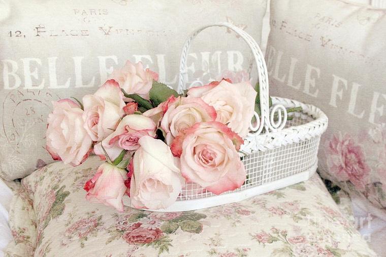 cesto metallo decorato fiori colori caldi