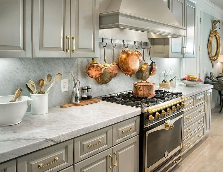 combinazione colori grigi d'oro cucina