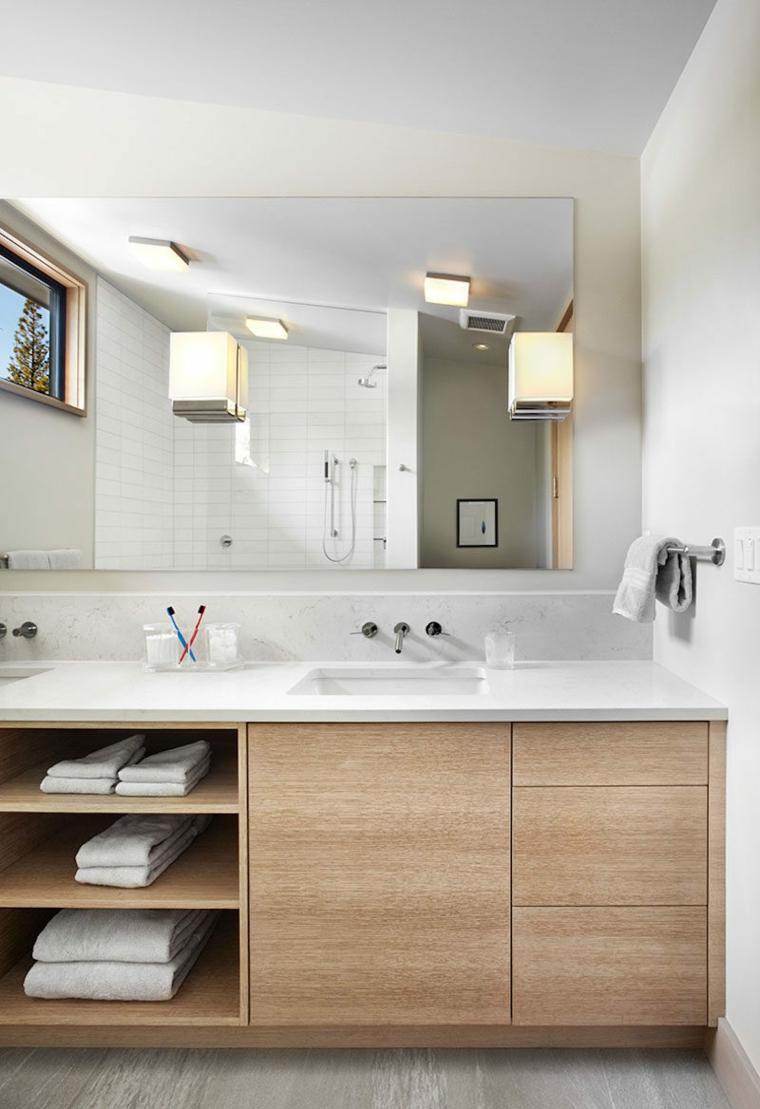Idee per arredare il bagno, mobile di legno con lavabo da incasso e specchio rettangolare