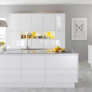 Cucina bianca e lucida - la scelta di ogni donna moderna