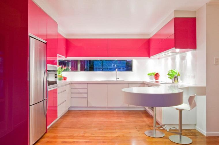 cucina colore rosa isola piccola