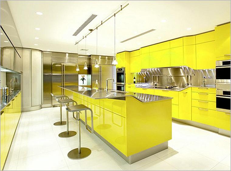 cucina gialla interiro design moderno elegante