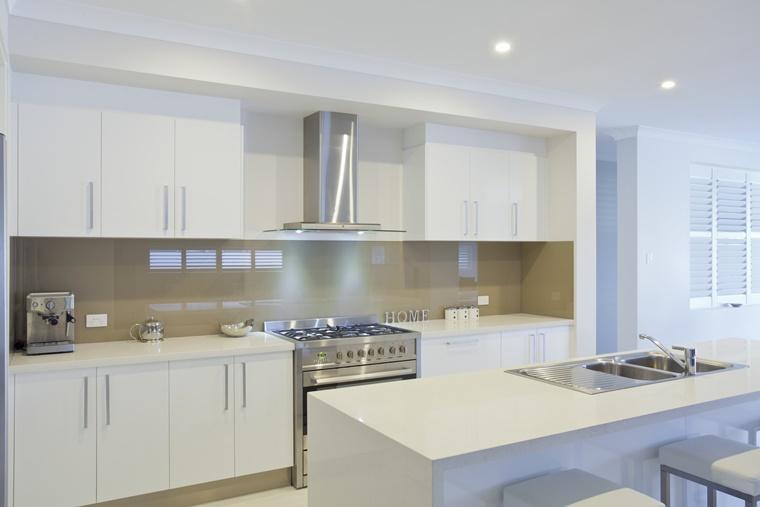 cucina lucida stile moderno penisola