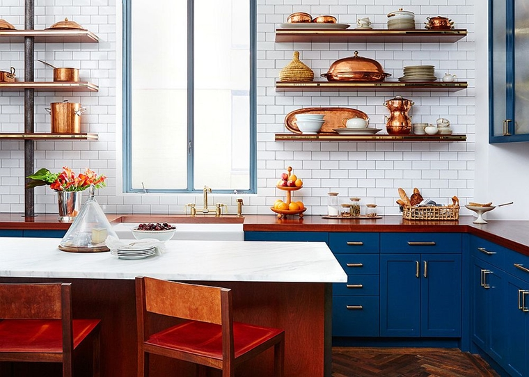 cucina mobili blu utensili rame