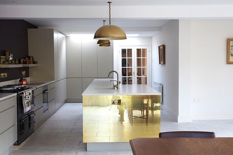 cucina moderna bianca dettagli rame