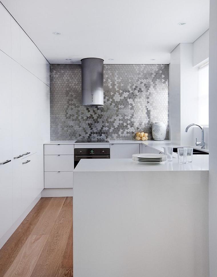 cucina moderna parete elementi acciaio inossidabile