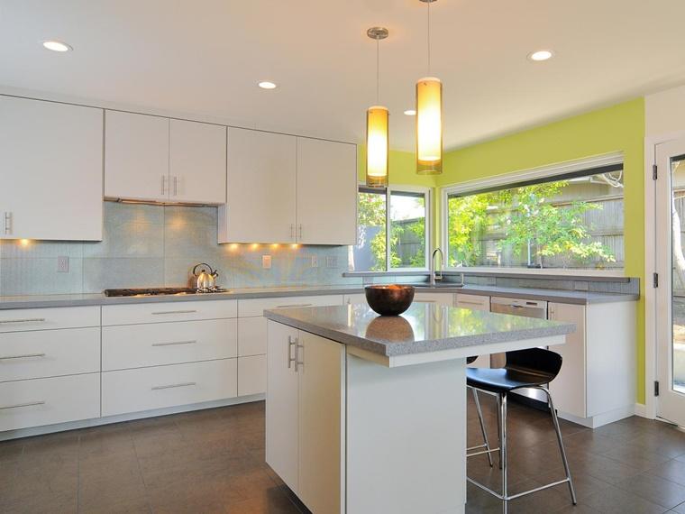 cucina moderna penisola lucida illuminazione originale