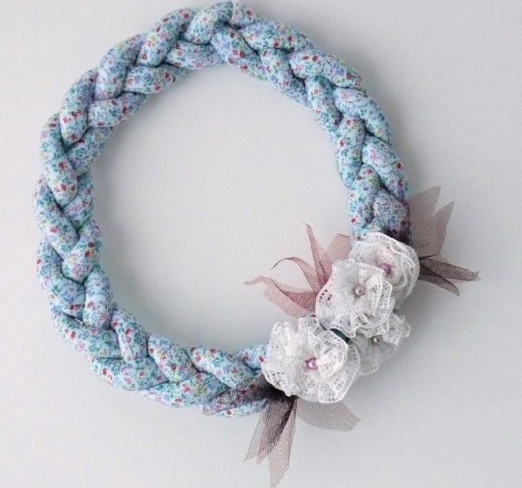 decorazione-forma-treccia-motivi-floreali