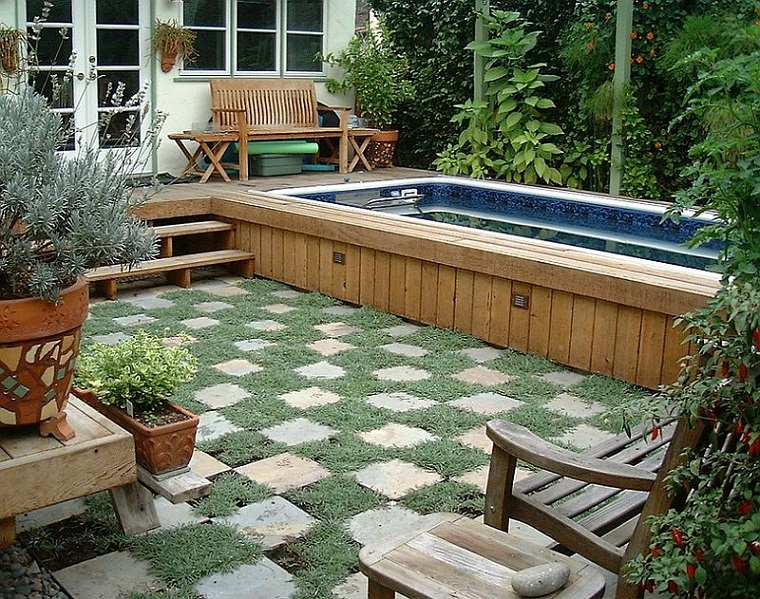 design esterni piscina semi interrata bellissima