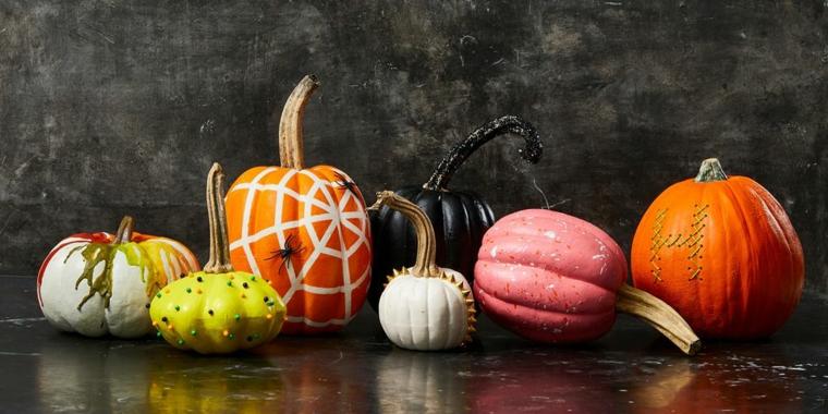 Immagini zucca Halloween, disegni con acrilici su zucche, foto con sfondo nero