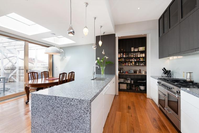 dispensa cucina moderna stile organizzata porta scorrevole