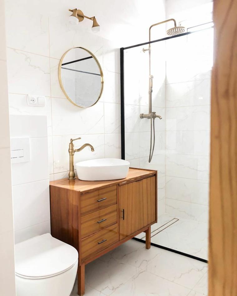 Bagno con box doccia, mobile lavabo in legno con specchio rotondo alla parete