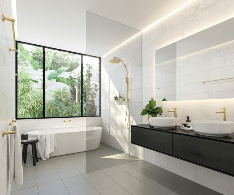 Idee per arredare il bagno, sala da bagno con box doccia e vasca, mobile con due lavabi da appoggio