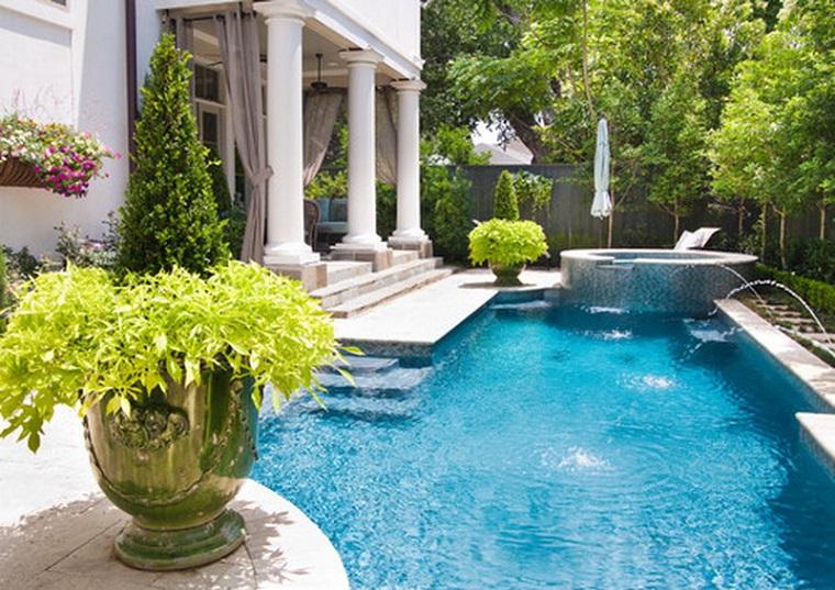 giardino con piscina decorazioni giardino piccolo