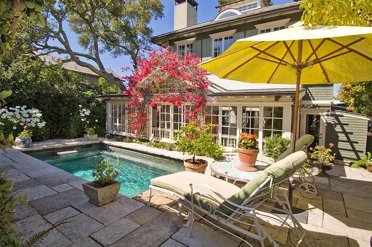giardino con piscina design esterno casa
