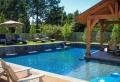 Giardino con piscina per godersi l'estate in casa