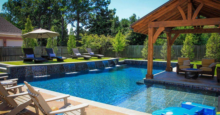 giardino con piscina incantevole location cortile casa