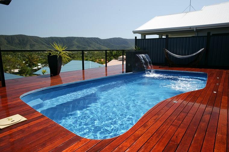 giardino con piscina interrata idea design
