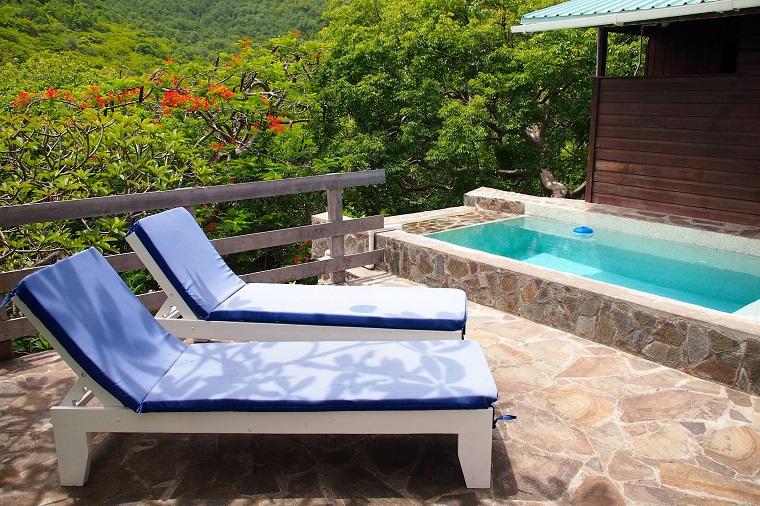 idea favolosa terrazzo piscina piccola due sdrai