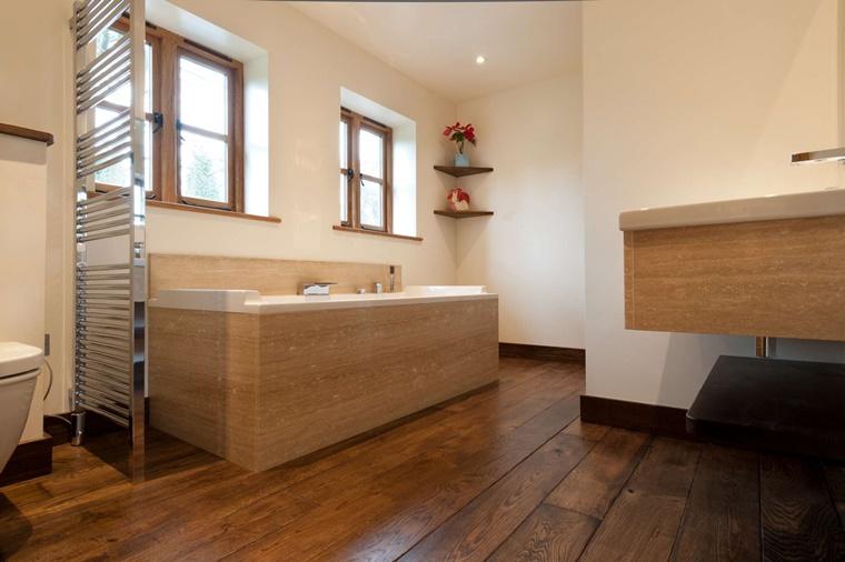 Idee bagno moderno con inserti in legno e pietra - Archzine.it