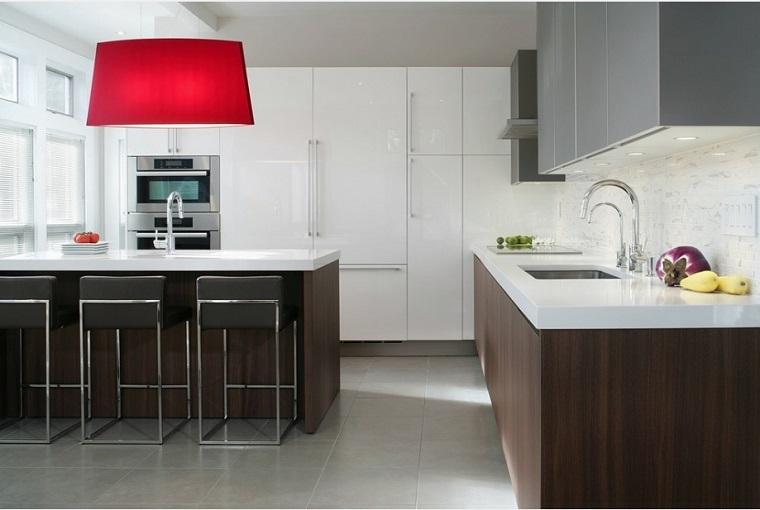 idee arredamento cucina bicolore lampada