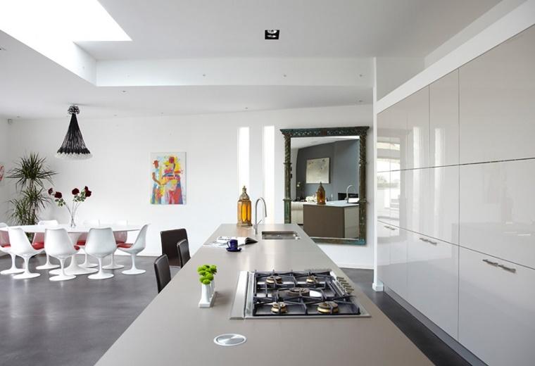 interior design spazio aperto cucina bianca laccata
