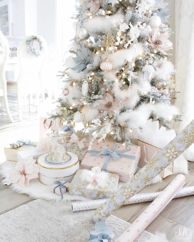 Lavoretti di Natale semplici ma belli, albero natalizio bianco, pacchi regalo sotto l'albero