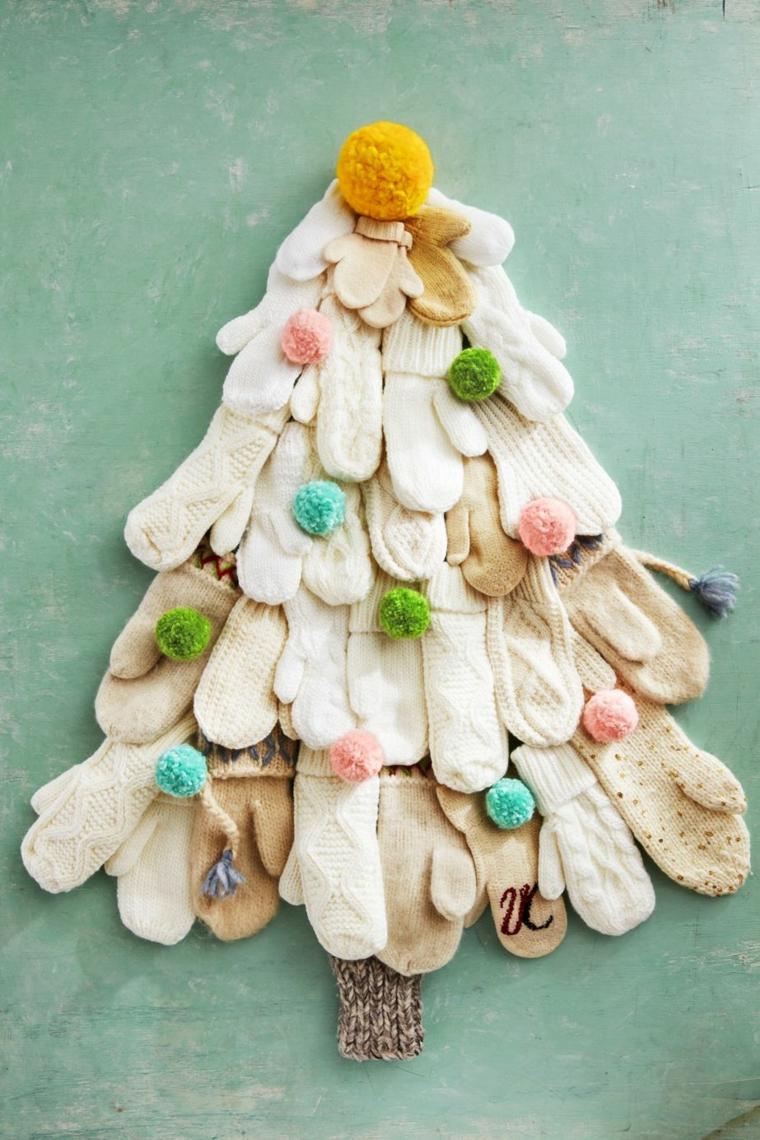 Alberelli di Natale fai da te, albero con guanti di lana, pompon di filo di lana colorato