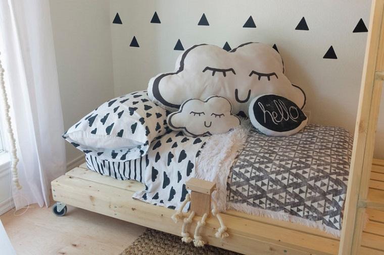 letto morbido biancheria colorata cuscino