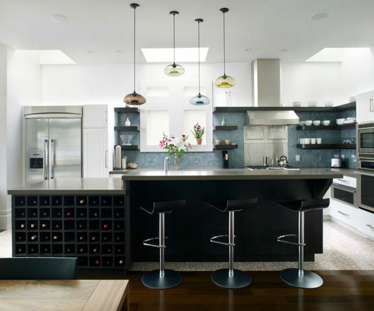 mensole disposte intorno finestra cappa abbelliscono parete cucina