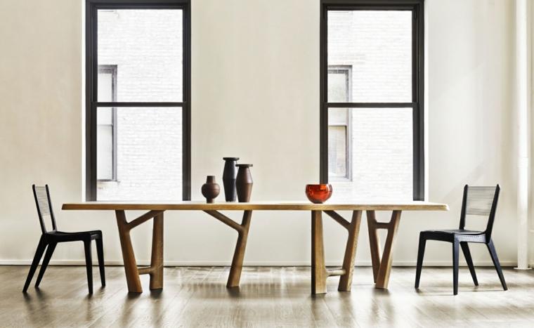 minimalismo arte muro bianco sedie nere tavola legno